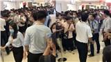 Khủng khiếp cảnh tượng chen lấn, xô đẩy chờ mua giày phiên bản giới hạn giá 2.8 triệu ở Sài Gòn