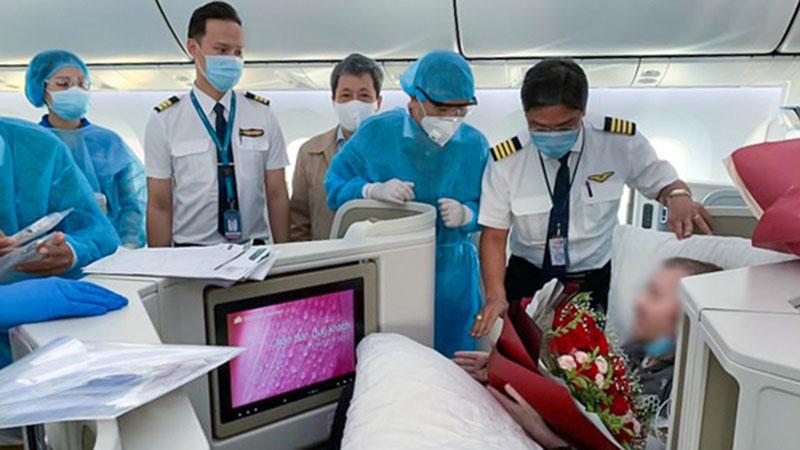 Chuyến bay đặc biệt chở phi công Anh về nước đã hạ cánh an toàn