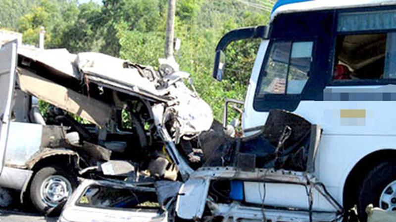 Tai nạn giao thông đặc biệt nghiêm trọng: 5 người chết, 9 người bị thương nặng