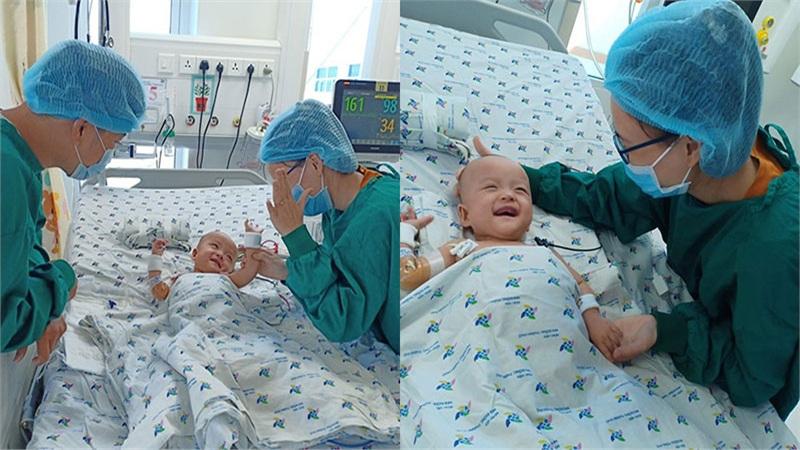 Hình ảnh Trúc Nhi - Diệu Nhi mếu máo chực khóc sau đó cười tươi khi thấy bố mẹ vào thăm