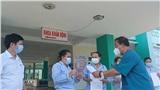 4 bệnh nhân đầu tiên ở Đà Nẵng được công bố khỏi Covid-19, vui mừng xuất viện