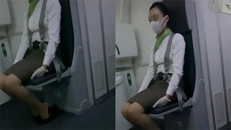Bất ngờ khi thấy tiếp viên hàng không ngồi trong tư thế ôm chân khi máy bay cất và hạ cánh, hóa ra đều là có lý do