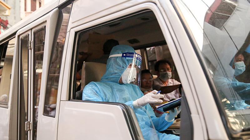 Một bệnh nhân khỏi Covid-19 nhưng không thể về nhà: Gia đình còn nhiều người nhiễm bệnh, nhà bị phong tỏa