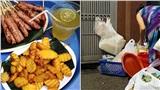 Xôn xao với hình ảnh làm đồ ăn bẩn ở quán nem nướng nổi tiếng phố cổ: Nhặt đồ thừa khách trước cho khách sau ăn. cốc nhựa dùng rồi rửa lại đem bán tiếp?