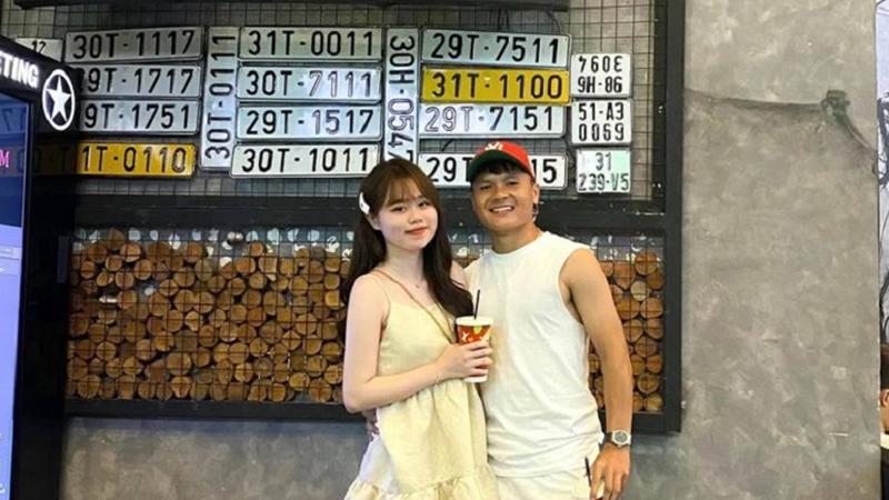 Quang Hải chính thức trở lại trên facebook với khoảnh khắc ngọt ngào bên 'vợ yêu' Huỳnh Anh
