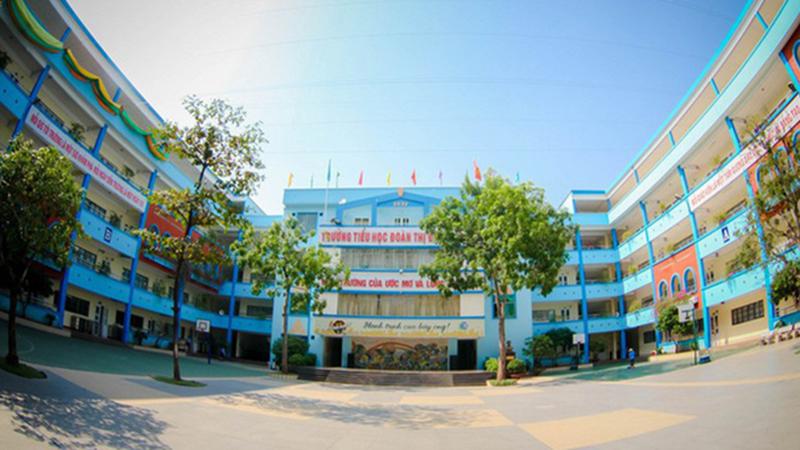 Học sinh lớp 3 ở Hà Nội bị bỏ quên trên xe đưa đón