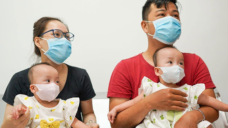 Trúc Nhi - Diệu Nhi về nhà đón Trung thu trước khi trở lại viện thực hiện cuộc phẫu thuật tiếp theo