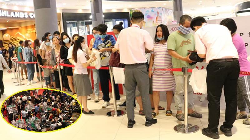Hàng hiệu giảm giá 50%, người dân Sài Gòn bỏ ngày cuối tuần xếp hàng đông đúc chờ đến lượt 'săn sale'