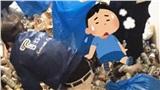 Nhóm người dùng tay không thu gom cả núi chai lọ, đồ ăn nhanh trong những ngôi nhà bẩn nhất tại Nhật Bản