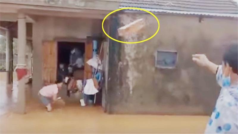 Tranh cãi hành động ném quà cứu trợ xuống nước của nhóm người từ thiện: Của cho không bằng cách cho