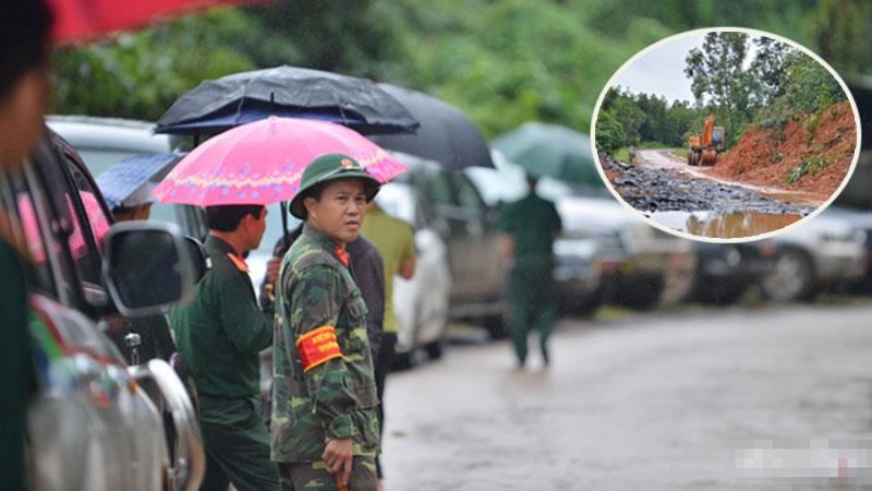Xe chở thi thể 14 cán bộ, chiến sĩ gặp nạn ở Quảng Trị rời khỏi hiện trường đau thương