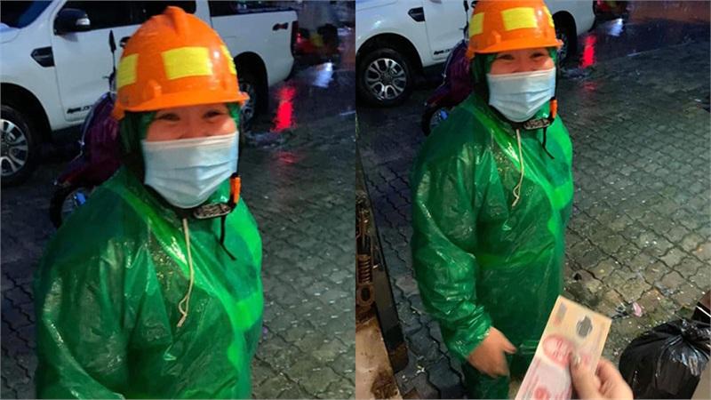 Cô lao công đội mưa đến ủng hộ ủng miền Trung lũ lụt: Tấm lòng sẻ chia quý hơn tất cả