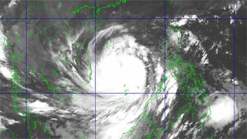 'Siêu bão' số 9 nhìn từ ảnh vệ tinh: Hoàn lưu rộng, bao trùm toàn bộ tâm bão