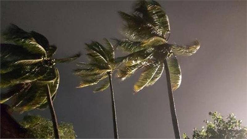 [TRỰC TIẾP] Bão số 9 giảm xuống cấp 13, mưa trên đất liền mạnh dần lên
