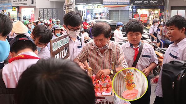 Kẹo mạch nha - Món quà tuổi thơ của bao thế hệ khuấy động giới trẻ Sài Gòn