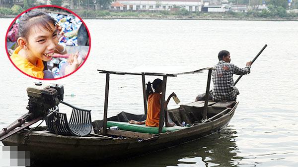Người cha 16 năm chở con teo não bẩm sinh nhặt rác trên sông: 'Máu mủ mình tạo ra, bỏ đi là mang tội'