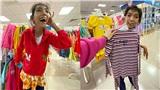 Nụ cười hạnh phúc của cô bé 18 tuổi bị teo não bẩm sinh khi lần đầu được đi mua sắm quần áo mới: Em vui lắm
