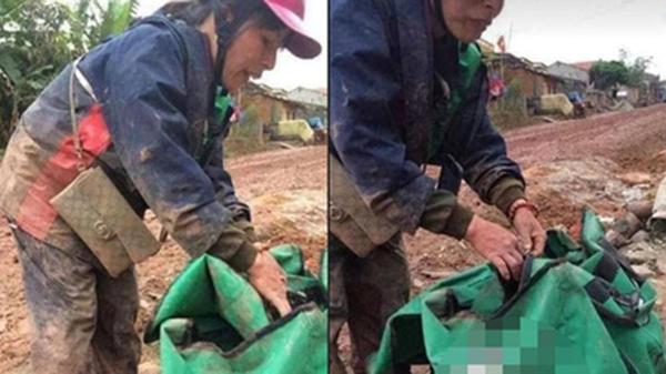 Đánh vật với con đường đầy bùn đất để giao được kiện hàng cho khách, người phụ nữ 'đừng hình' vì đến nơi khách tắt máy
