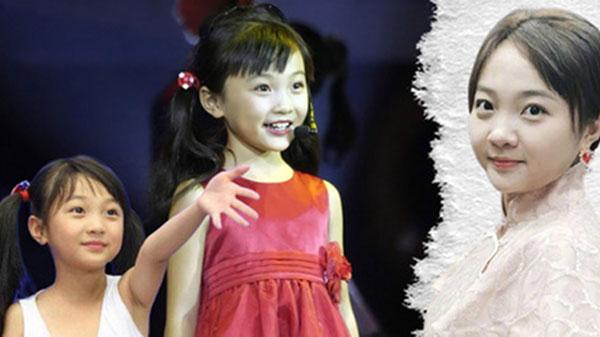 Cô bé hát mở màn Olympic Bắc Kinh: Nạn nhân của vố lừa thế kỷ, tuổi thiếu niên kém sắc và trượt dốc vì cách nuôi dạy của mẹ