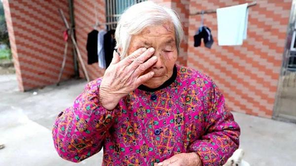 Nhảy xuống sông băng cứu sống cháu bé hàng xóm, cụ bà 84 tuổi vẫn dằn vặt bản thân vì không làm được điều này