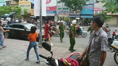 Đông Nhi bị công an thổi phạt vì đỗ xe sai quy định