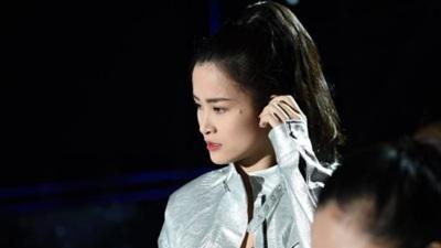 Đông Nhiđã đến Hàn Quốc, tự tin trên sân khấu tập luyện choAsia Song Festival