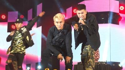 'Bộ ba' Đạt G, Masew và B Ray 'đốt cháy' sân khấu khitrình diễn hit mới