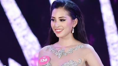 Tân HHVN 2018 Trần Tiểu Vy lúng túng khi trả lời câu hỏi đơn giản sau đăng quang