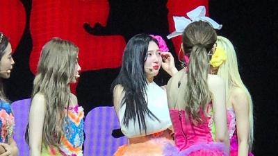 HOT: Joy (Red Velvet) nhập viện giữa concert tại Singapore vì chấn thương