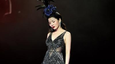 Lệ Quyên xúc động mạnh trước tình cảmcủa 4000 khán giả Hà Nội
