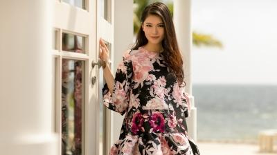 Á hậu Thuỳ Dung gợi ý trang phục dạo biển cho các nàng nữ tính