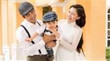 Ngọc Lan diện áo dài trắng tinh khôi, e ấp bên ông xã Thanh Bình và con trai