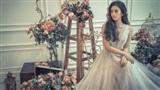 Hoa hậu Tiểu Vy xinh như công chúa bước ra từ khu vườn cổ tích