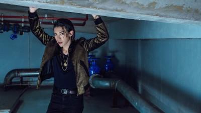 Sau 4 ngày ra mắt MV mới, Erik tiếp tục tung bộ ảnh tóc dài chất ngầu tặng fan