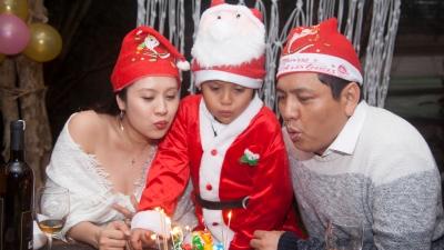 Thanh Thúy cùng con trai tổ chức sinh nhật cho ông xã tại Đà Lạt