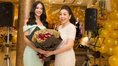 Bất ngờ với món quà hoa hậu Phương Khánh dành tặng NTK Linh San ngày Giỗ tổ ngành may