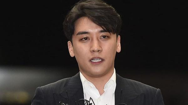 Giữa scandal rúng động, hơn 10.000 fan ký tên bênh vực Seungri: 'Anh ấy vẫn vô tội trước khi được chứng minh… có tội'