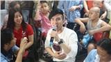 Đan Trường khiến cả bệnh viện xúc động khi hát ca khúc Quê hương