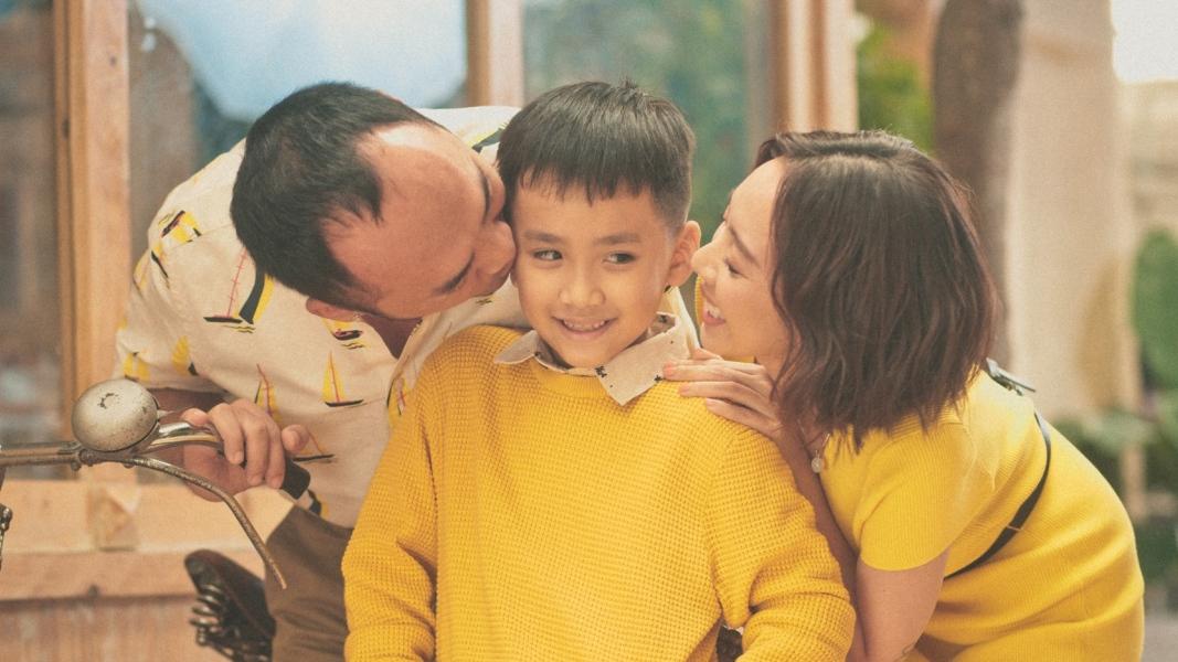 'Bỏ bê' con trai vì Chị Mười Ba, Thu Trang - Tiến Luật bù đắp bằng quà 'cực bự'