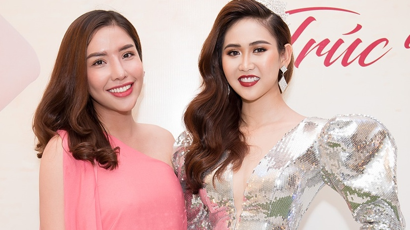 Á hậu Khánh Phương đẹp dịu dàng đọ dáng cùng Á hậu 2 Miss All Nations