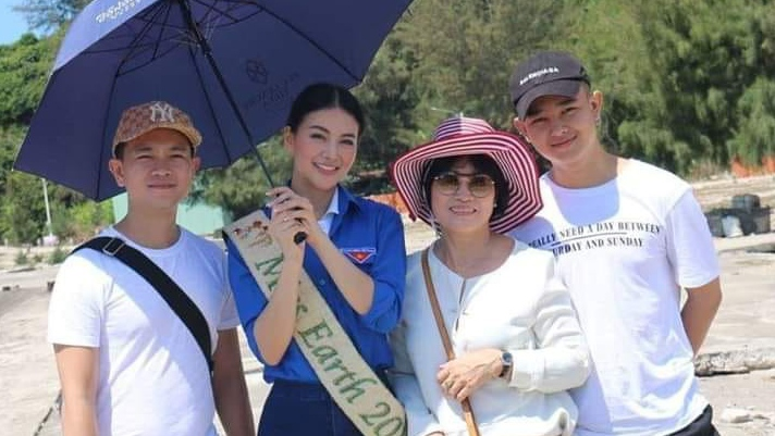 Giữa lùm xùm chi 5 tỷ cướp suất thi Miss Earth của Mâu Thủy, mẹ Phương Khánh 'đánh tiếng' hỏi con điều này