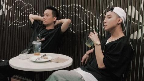Justatee đăng ảnh 'nói chuyện nhạc' với Sơn Tùng, fan háo hức mong chờmàn kết hợp