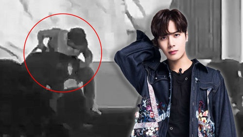 #GetWellSoonJackson - Khoảnh khắc Jackson (GOT7) ngưng diễn giữa concert vì chứng đau lưng khiến fan xót xa