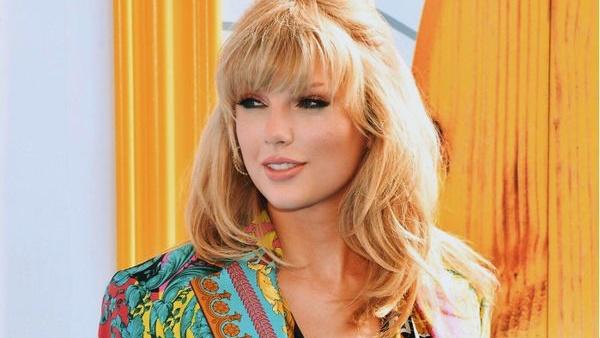 Taylor Swift bất ngờ tiết lộ ngày ra mắt ca khúc mới ngay trên sân khấu Teen Choice Awards 2019