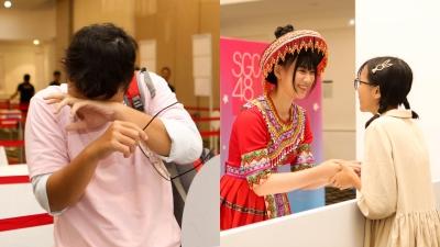 Fan SGO48 bật khóc khi được nắm tay thần tượng trongsự kiện ở Hà Nội
