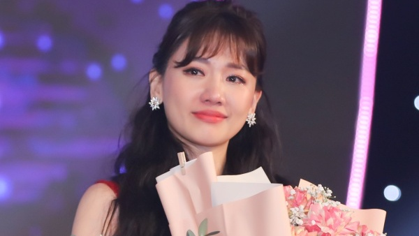 Hari Won bật khóc trong đêm nhạc, Trấn Thành 'phá' kịch bản, cùng dàn sao hát tặng vợ