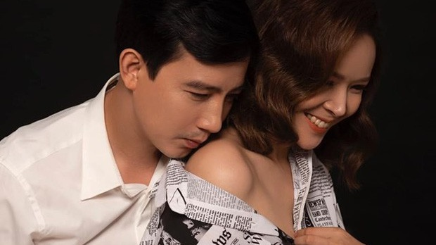 'Thoát mác' ông chồng nhu nhược của 'Hoa hồng trên ngực trái', Hồng Quang ngoài đời lại không ngại khoe những giây phút tình tứ, gợi cảm với vợ