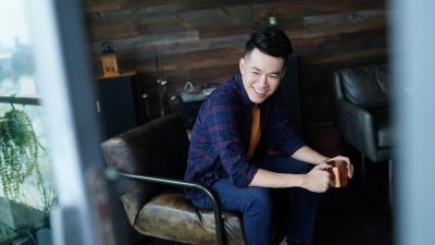 Hồ Trung Dũng mang cảm xúc khi yêu xa để hát 'Điều giản dị'