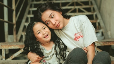 Sau loạt ảnh trong veo của cha và con, 'Nắng 3': Lời hứa của Cha' khiến fan 'rung rinh' với bộ ảnh mẹ con