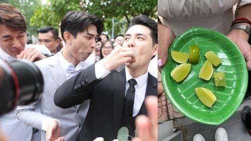 Ông Cao Thắng và dàn phụ rể muốn rước dâu phải ăn hết một đĩa chanh